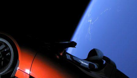 Запущенная в космос Tesla еще может вернуться на Землю (с вероятностью 6%)