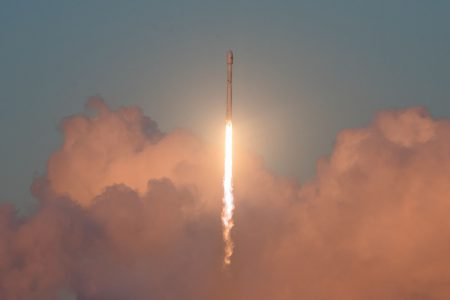 В эту субботу SpaceX запустит первые тестовые спутники для раздачи интернета