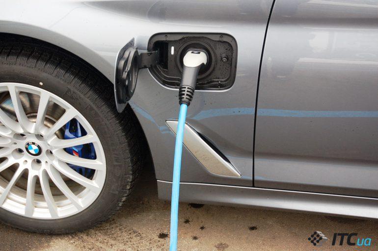 Подзаряжаемый гибрид BMW 530e: самый инновационный бизнес-седан?