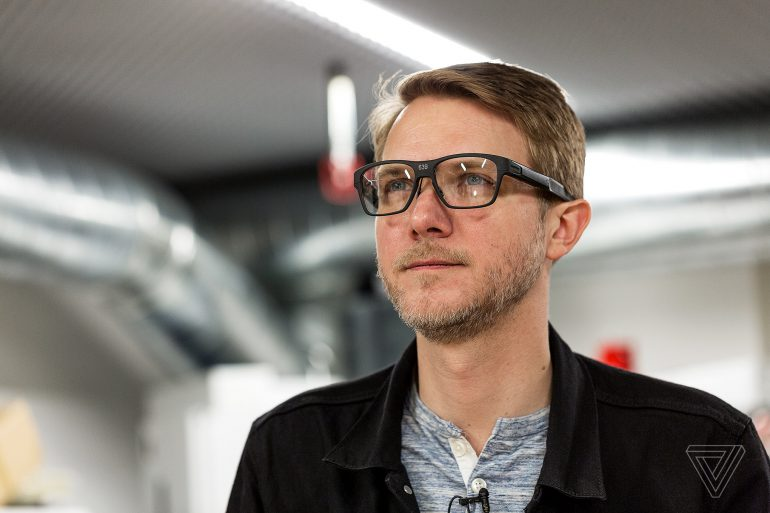 Intel показала собственные умные очки Vaunt, которые выглядят как обычные очки и проецируют изображение лазером прямо на сетчатку