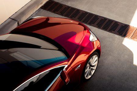 Чистый убыток Tesla в 2017 году составил $2,2 млрд, но уже в этом году компания рассчитывает стать стабильно прибыльной