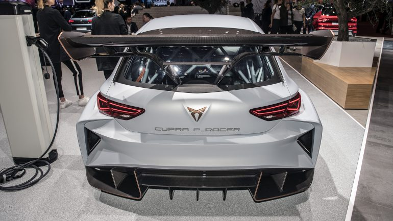 Спортивный электромобиль Cupra e-Racer впервые вывели на гоночный трек, платформу для него разрабатала Rimac [видео]