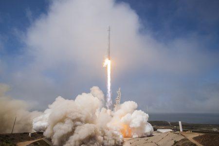Запуск ракеты Falcon 9 привёл к временному появлению большой дыры в ионосфере