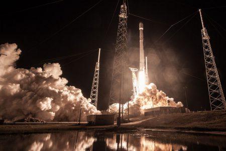 Обновлено: Завтра утром SpaceX выполнит один из самых тяжёлых запусков в рамках юбилейного 50-го старта Falcon 9