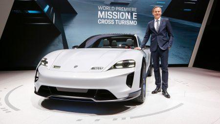 В Женеве представлен концепт спортивного электрокроссовера Porsche Mission E Cross Turismo с мощностью 600 л.с. и запасом хода 500 км