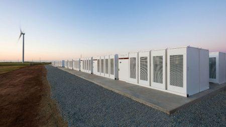Хранилище Tesla в Австралии отдает электроэнергию в сеть быстрее, чем может регистрировать оператор. Компания Маска недополучает денег