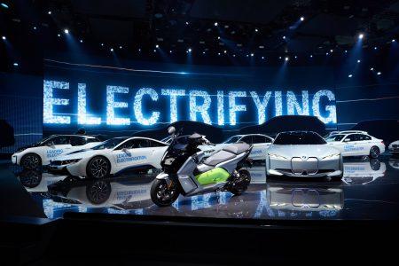До конца текущего года BMW представит три электромобиля: кроссовер BMW iX3, премиум-седан BMW i4 и флагманский BMW iNEXT