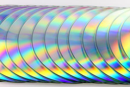 В США CD-диски и виниловые пластинки обошли по объему продаж цифровые музыкальные альбомы