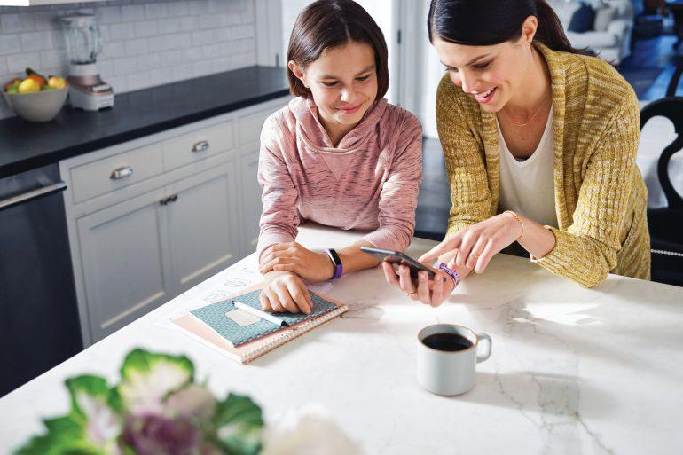 Компания Fitbit выпустила детский фитнес-трекер