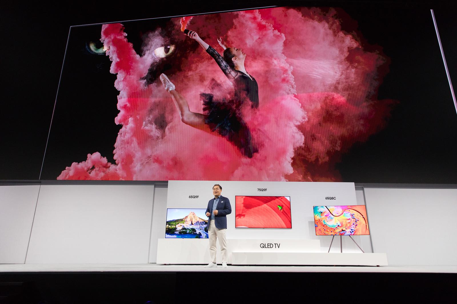 Самсунг продемонстрировал публике новейшую линейку телевизоров QLED