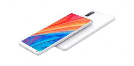Xiaomi утверждает, что ее новый безрамочный смартфон Mi Mix 2S по функциональности лучше, чем Apple iPhone X