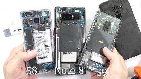 JerryRigEverything испытал на прочность и разобрал флагманский смартфон Samsung Galaxy S9 [видео]