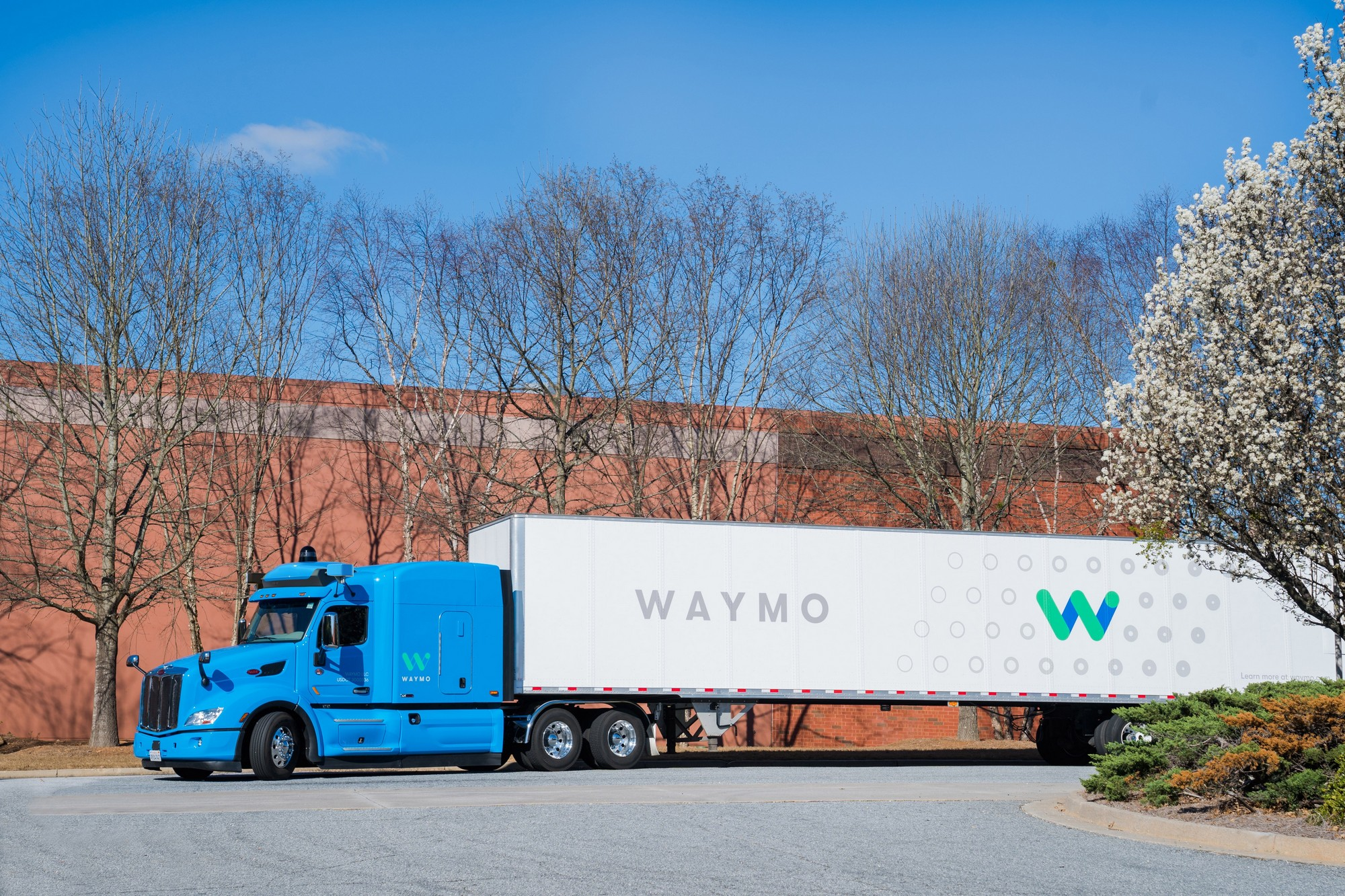 Waymo расширила свою программу испытаний беспилотных автомобилей на гр