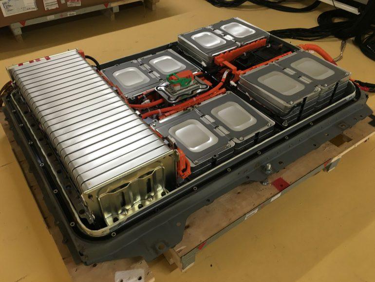 """Nissan запускает в Японии программу замены батарей в старых электромобилях Nissan Leaf, предлагая на выбор """"восстановленный"""" блок за $2850 или новый за $6200"""