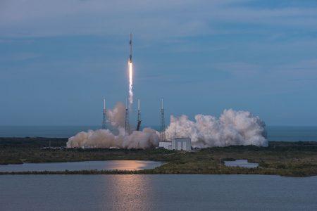 Ракета Falcon 9 скораблем Dragon отправилась кМКС
