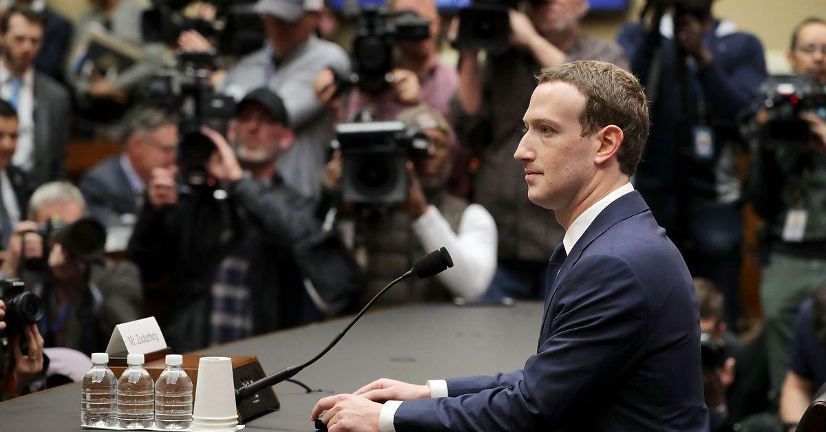 Социальная сеть Facebook заблокировал Cambridge Analytica
