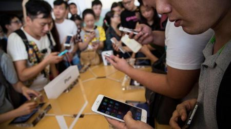 Китайский рынок смартфонов, согласно данным Canalys, упал до уровня 2013 года