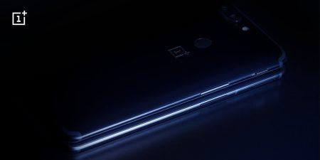 Новое рекламное изображение, где OnePlus 6 прячется за OnePlus 5T, указывает на отсутствие в новом флагмане фирменного переключателя уведомлений
