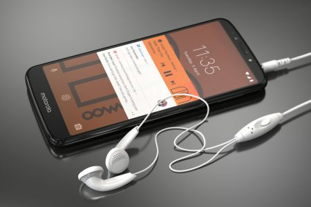 Motorola обновила бюджетную E-серию смартфонов, представив 6-дюймовый Moto E5 Plus с батареей на 5000 мАч, а также Moto E5 и Moto E5 Play