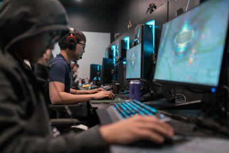 Исследование: геймеры – это далеко не только подростки, у половины игроков есть работа, семья и дети