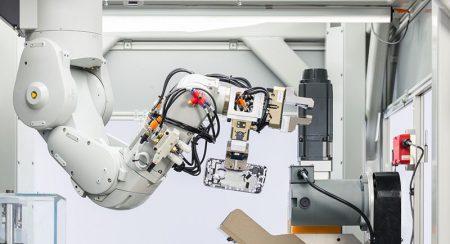 Apple Daisy – новый робот компании для переработки утилизированных iPhone. Он разбирает на компоненты по 200 смартфонов в час [Видео]