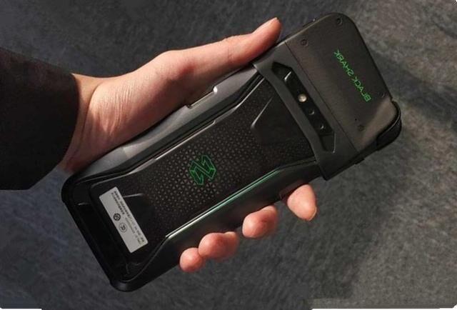 Представлен 1-ый игровой смартфон отXiaomi сводяным охлаждением