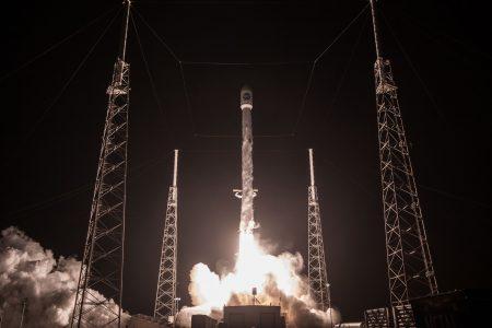 Илон Маск предложил возвращать вторую ступень ракеты при помощи… «гигантского надувного шарика» (и батута!)