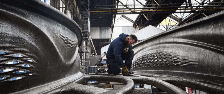 Завершено создание первого металлического моста, напечатанного роботами посредством технологии 3D-печати
