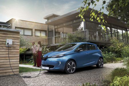 В Украине стартовали официальные продажи электромобией Renault ZOE и Renault Kangoo Z.E по цене от 890 тыс. грн