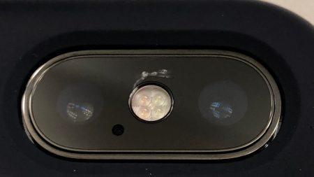 Все больше владельцев iPhone X жалуются на потрескавшееся стекло основной камеры смартфона