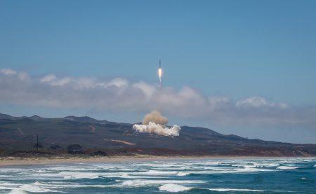 SpaceX вывела на орбиту пять спутников связи Iridium NEXT и два спутника для измерения гравитационного поля Земли GRACE-FO
