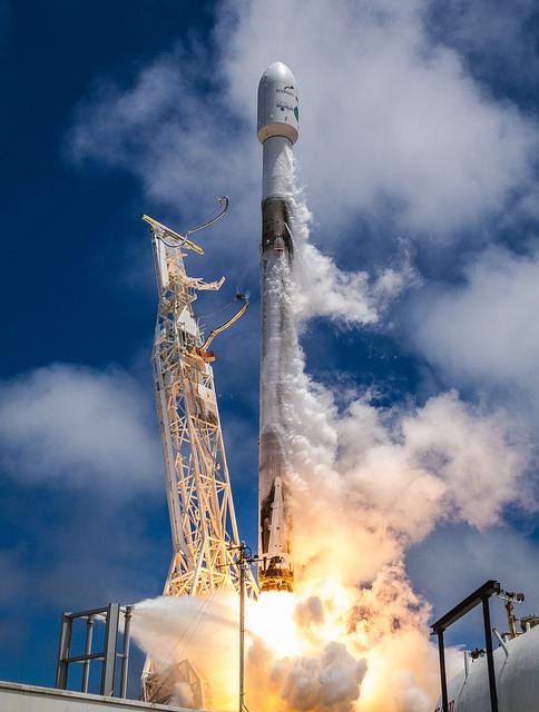 SpaceX вывела на орбиту пять спутников связи Iridium NEXT и два спутника для измерения гравитационного поля Земли GRACE-FO 2