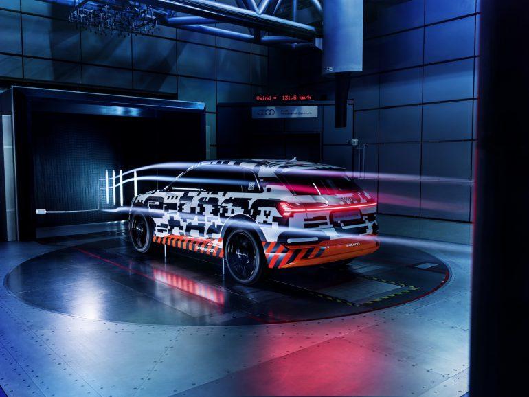 Электрокроссовер Audi e-tron оснастят виртуальными наружными зеркалами, которые помогут увеличить запас хода на трассах