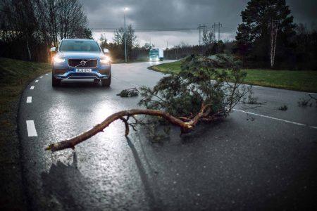 Volvo представила интеллектуальный облачный сервис по взаимному предупреждению дорожных происшествий Connected Safety