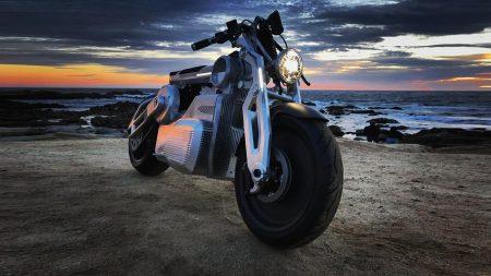 Американская компания Curtiss Motorcycles представила электрический мотоцикл Zeus с двумя двигателями суммарной мощностью 170 л.с.