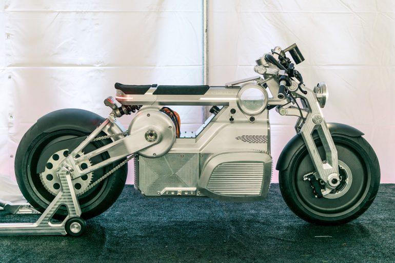 Американская компания Curtiss Motorcycles представила электрический мотоцикл Zeus с двумя двигателями суммарной мощностью 170 л.с. - ITC.ua