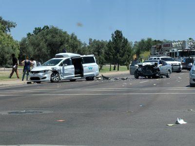 Самоуправляемый автомобиль Waymo попал в аварию в Аризоне