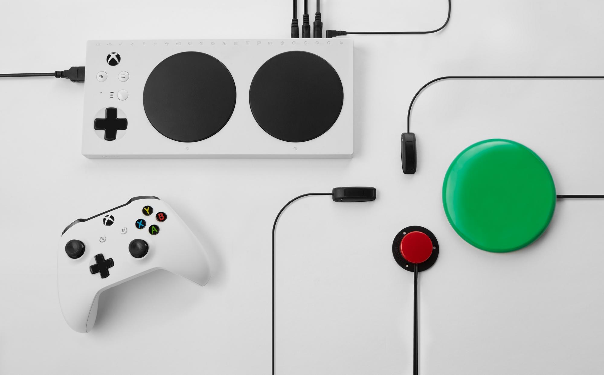 Microsoft официально представила контроллер Xbox Adaptive Controller для людей сограниченными возможностями