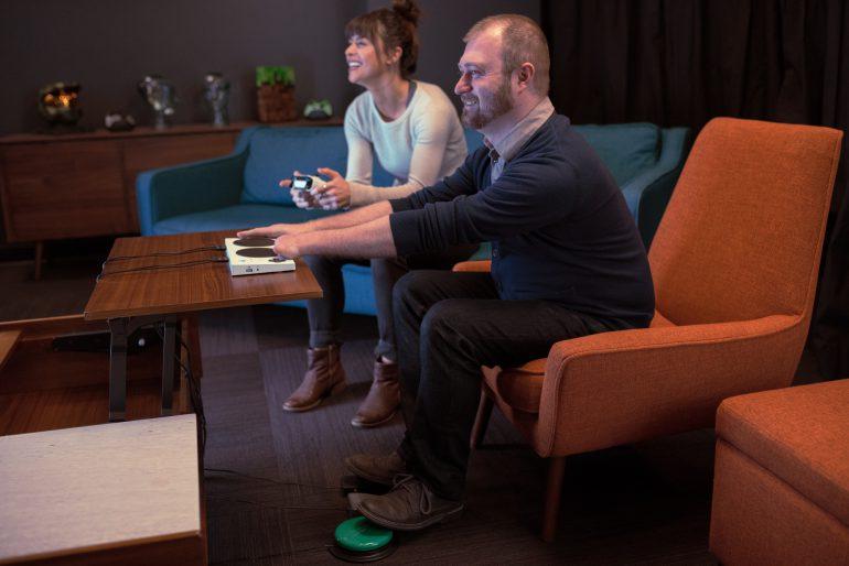 Microsoft официально представила контроллер Xbox Adaptive Controller для людей с ограниченными возможностями - ITC.ua