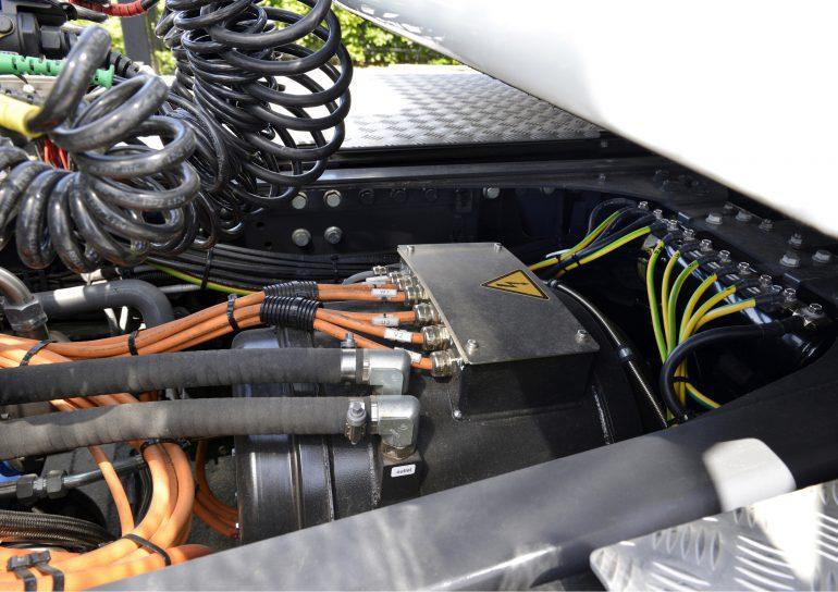 √олландцы показали свой первый электрогрузовик DAF CF Electric с мощностью 210 к¬т, батареей на 170 к¬тч и запасом хода всего 100 км