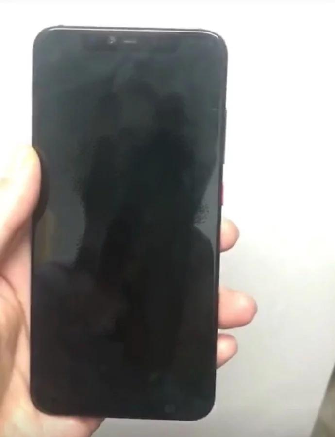 Живое фото Xiaomi Mi 8 демонстрирует прозрачную заднюю панель смартфона