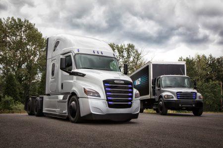 Daimler Trucks представила два новых электрогрузовика Freightliner eCascadia и Freightliner eM2, а также основала глобальное подразделение электротранспорта E-Mobility Group