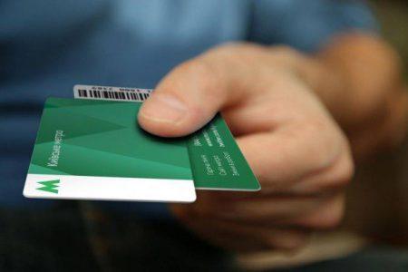Сейчас жетонами в киевском метро пользуется менее одной трети пассажиров, большинство оплачивает проезд картами метро