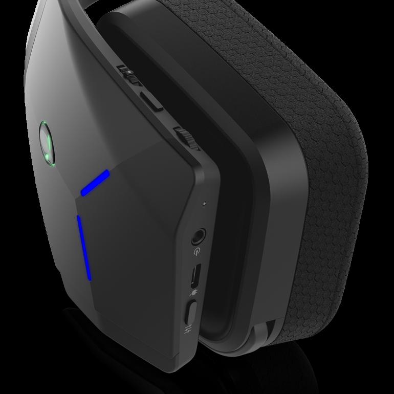 Dell создала игровую мышь и первую беспроводную гарнитуру в рамках бренда Alienware