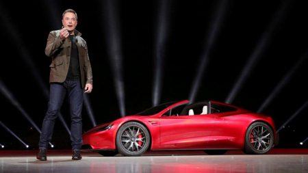 Илон Маск показал новое изображение кроссовера Tesla Model Y, рассказал о третьем поколении Supercharger, пообещал бесплатный тест Autopilot и поделился другими планами