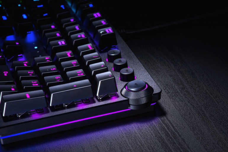 Razer выпустила две клавиатуры Huntsman на базе оптико-механических переключателей