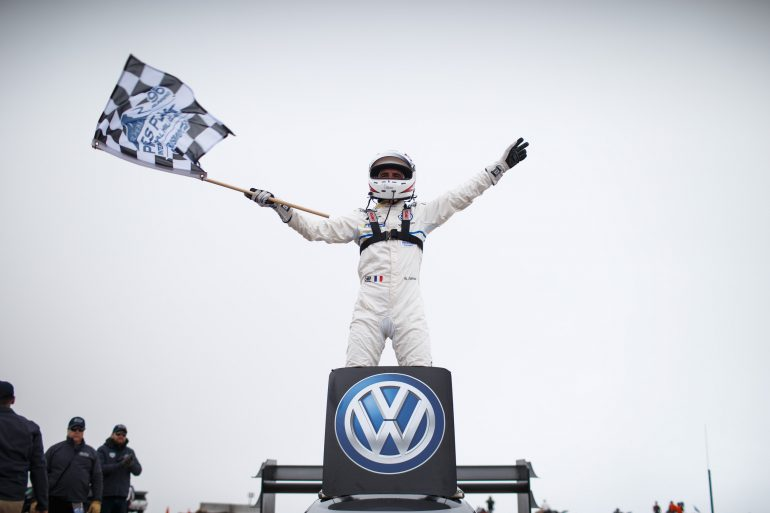Электромобиль Volkswagen I.D. R Pikes Peak занял первое место на горной гонке Пайкс Пик с результатом 7 м 57 с, побив абсолютный рекорд трассы сразу на 16 с
