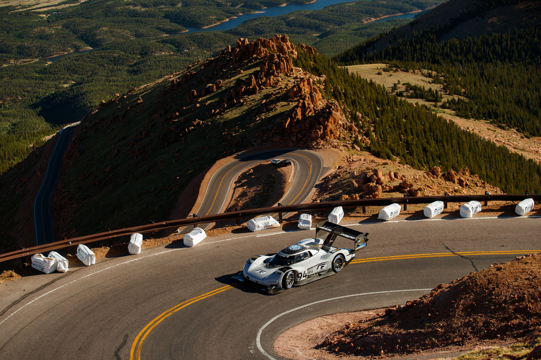 Электрический болид VW установил новый рекорд подъема нахолм Пайкс Пик