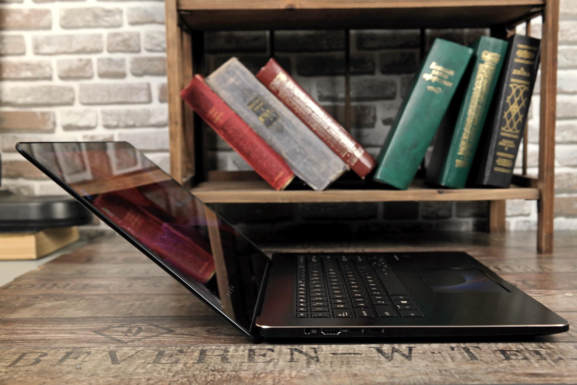 Угол раскрытия ZenBook Pro 15