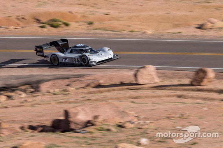 Электромобиль Volkswagen I.D. R Pikes Peak занял первое место в квалификации горной гонки Пайкс Пик, обогнав 60 других участников